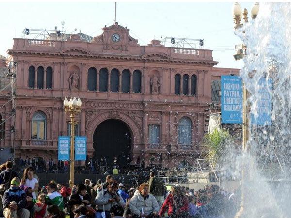 La firma que hizo el escenario de los festejos del 25 de Mayo estaba inhabilitada por la AFIP