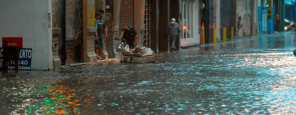 Varios barrios de Capital Federal inundados por un fuerte temporal
