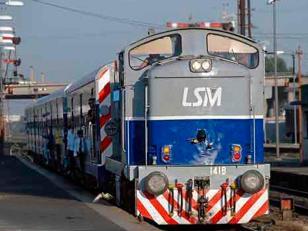 Mujer se arroja bajo el tren San Martín con dos niños