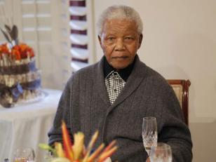 Nelson Mandela pelea por su vida