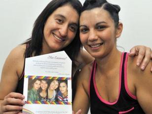 Mujer policía pide licencia porque su pareja esta embarazada