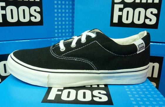 John Foos exporta zapatillas a la región