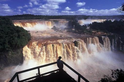 Los paseos en las Cataratas continúan abiertos pese a la crecida del Iguazú