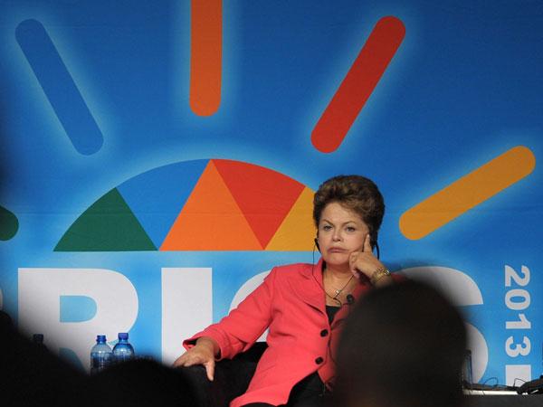 Brasil: La popularidad de Dilma cayó casi 30 puntos en 20 días por la violencia en las calles
