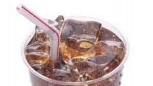 Encuentran más bacterias en el hielo de las bebidas que en el inodoro