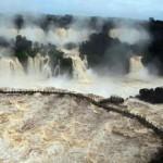 Impresionantes fotos del río Iguazú desbordando en las Cataratas