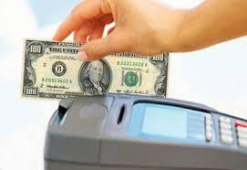 Pese a las trabas cada vez se fugan mas dólares con tarjetas