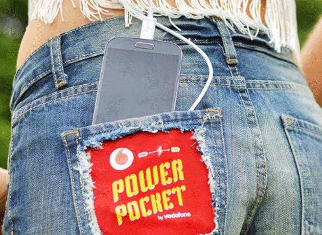 Inventan un jean que permite cargar el celular