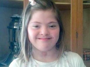 Cura le negó la comunión a nena con Síndrome de Down