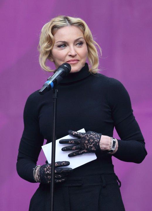 Qué se hizo Madonna en la cara?