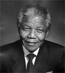 Mandela pelea por su vida, conectado a un respirador artificial