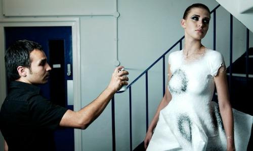 Video: Nuevo concepto de ropa en aerosol elástico y duradero