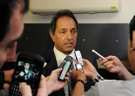 """Scioli: """"ni con la de plástico me van a hacer firmar la renuncia"""""""