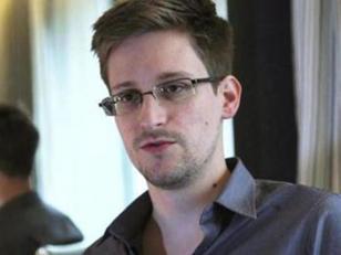 Snowden pidió oficialmente asilo en Rusia