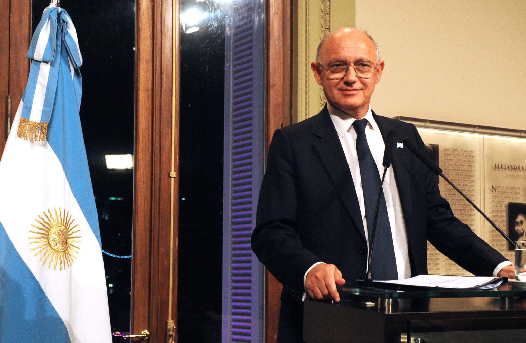 Timerman presentó en la Justicia documentos sobre espionaje internacional