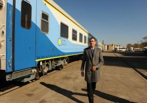 Randazzo recibió nuevos coches para los trenes a Mar del Plata y Rosario