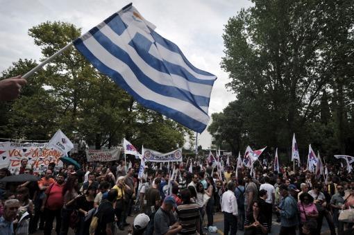 Sindicatos griegos van a un paro general por el despido de 16 mil empleados públicos