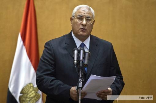 Adli Mansour juró como presidente interino de Egipto