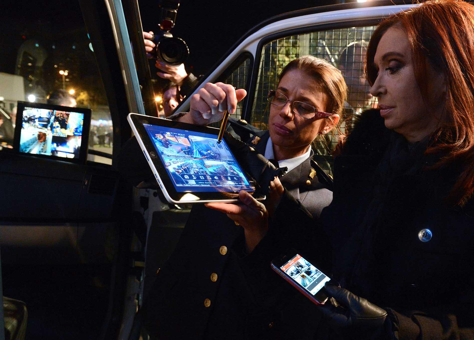 Cristina entregó al Servicio Penitenciario Federal móviles y tecnología satelital para el traslado de personas privadas de la libertad