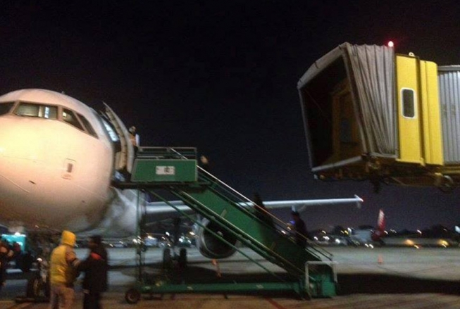 Foto: Así La Cámpora impide que LAN utilice las mangas y boicotea sus vuelos