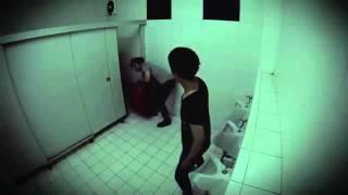 Video: Broma pesada en el baño
