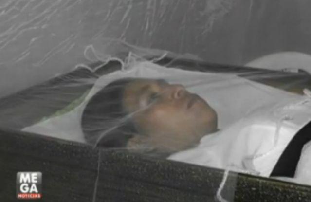 Mujer lleva 18 días dentro de un ataúd ''esperando su muerte''