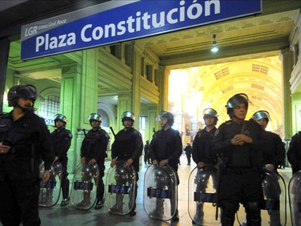 Paro de trenes: incidentes y detenidos en la estación Constitución y Once