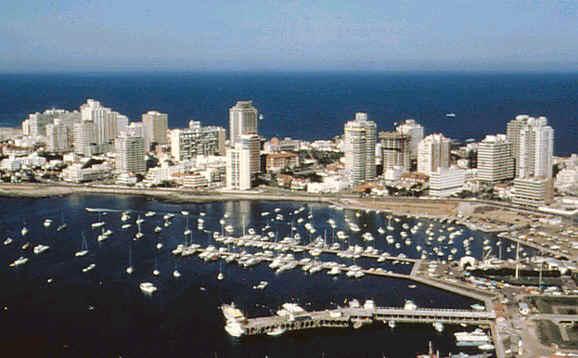 Uruguay extiende por un año mas la bonificación del IVA a turistas