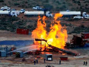 Apagaron el incendio del pozo petrolero de Neuquén