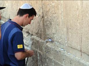 Messi, Martino y Mascherano piden deseos en Muro de los Lamentos de Jerusalén