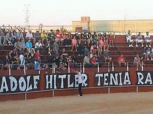 Polémica por un cartel que defiende a Hitler