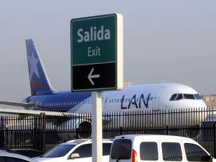 Intiman a LAN para que entregue el hangar de aeroparque