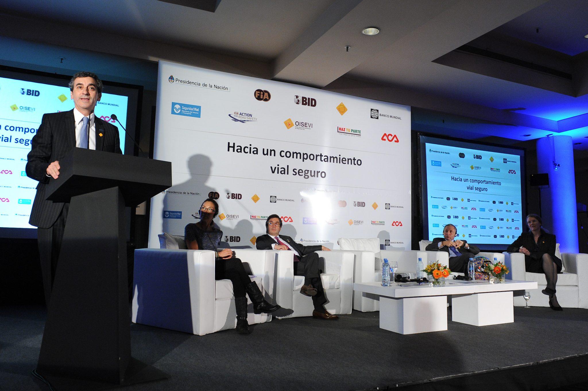 Randazzo recibió un reconocimiento de la FIA por los progresos de Argentina en Seguridad Vial