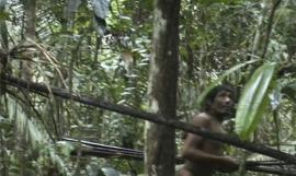 Video:Una tribu que vive aislada en el Amazonas