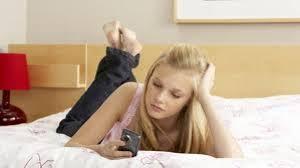 Los SMS que asustan a un hombre al iniciar una relación