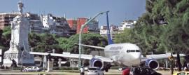 Aviones aterrizan en plena Avenida del Libertador