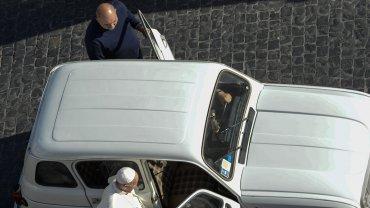 La verdadera historia del Papa y el Renault 4L