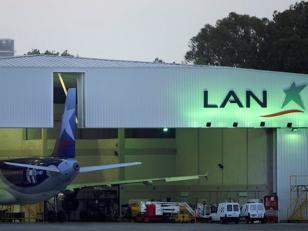 Extienden la medida cautelar que frena el desalojo del hangar de LAN