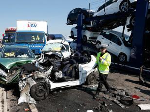 Choque de mas de 40 autos en Inglaterra: más de 200 heridos