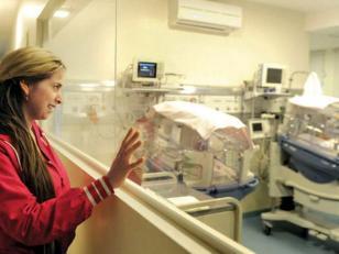 Realizan un trasplante de hígado a un bebé de un mes