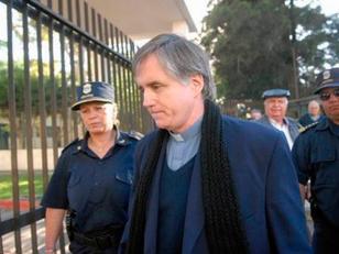 Obispado de Morón le prohibió a Grassi ejercer como cura