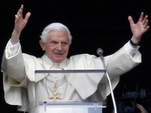 """Benedicto XVI expresa su """"profunda consternación"""" por los casos de pederastia"""