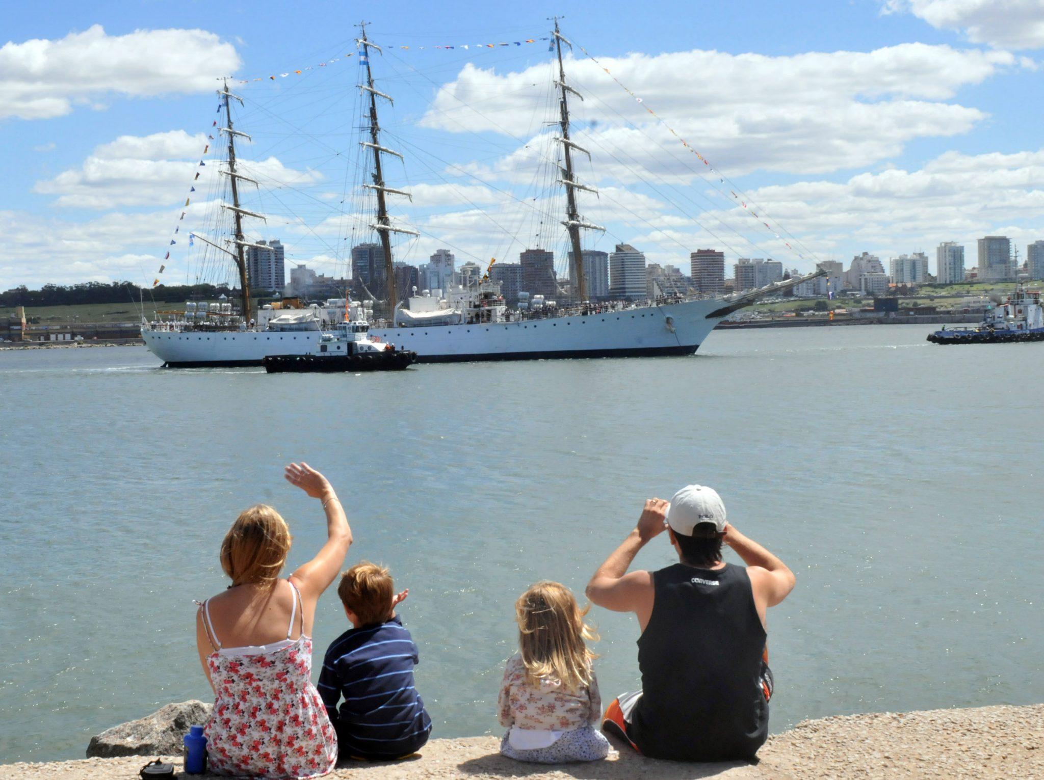 Regresa la Fragata Libertad desde la Base Naval Puerto Belgrano