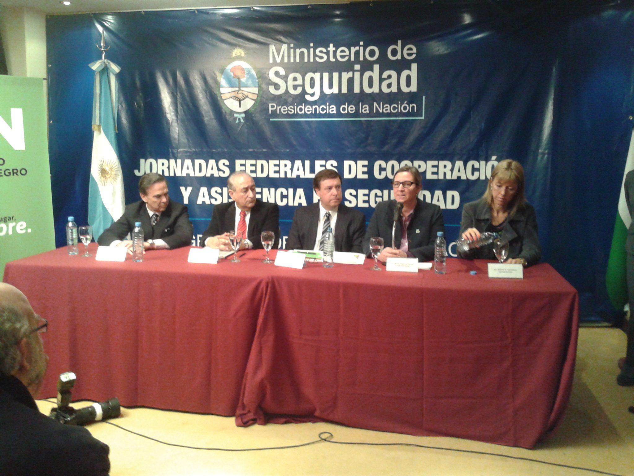 Puricelli firmó con el gobernador de Río Negro la adhesión a un programa de seguridad
