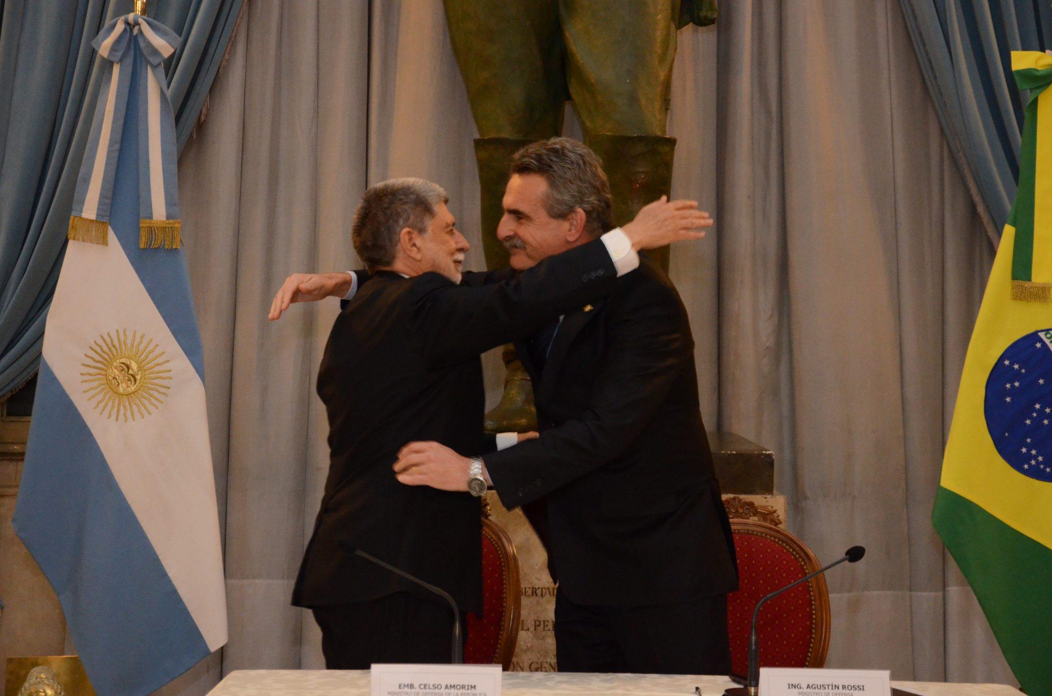 Rossi y Amorim intensifican cooperación en materia de defensa cibernética