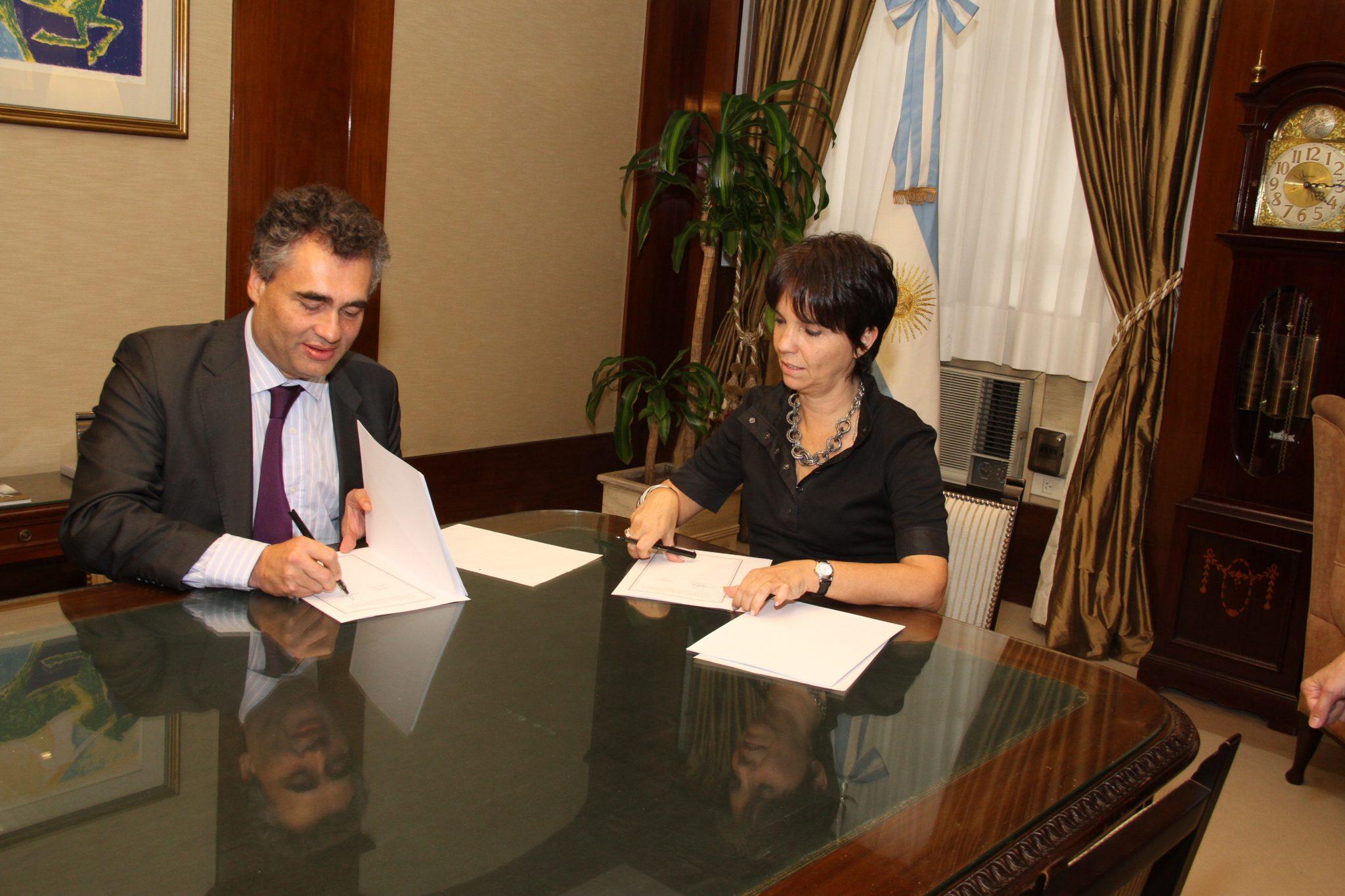 La CNV y el Banco Central firman un convenio de cooperación e intercambio de información