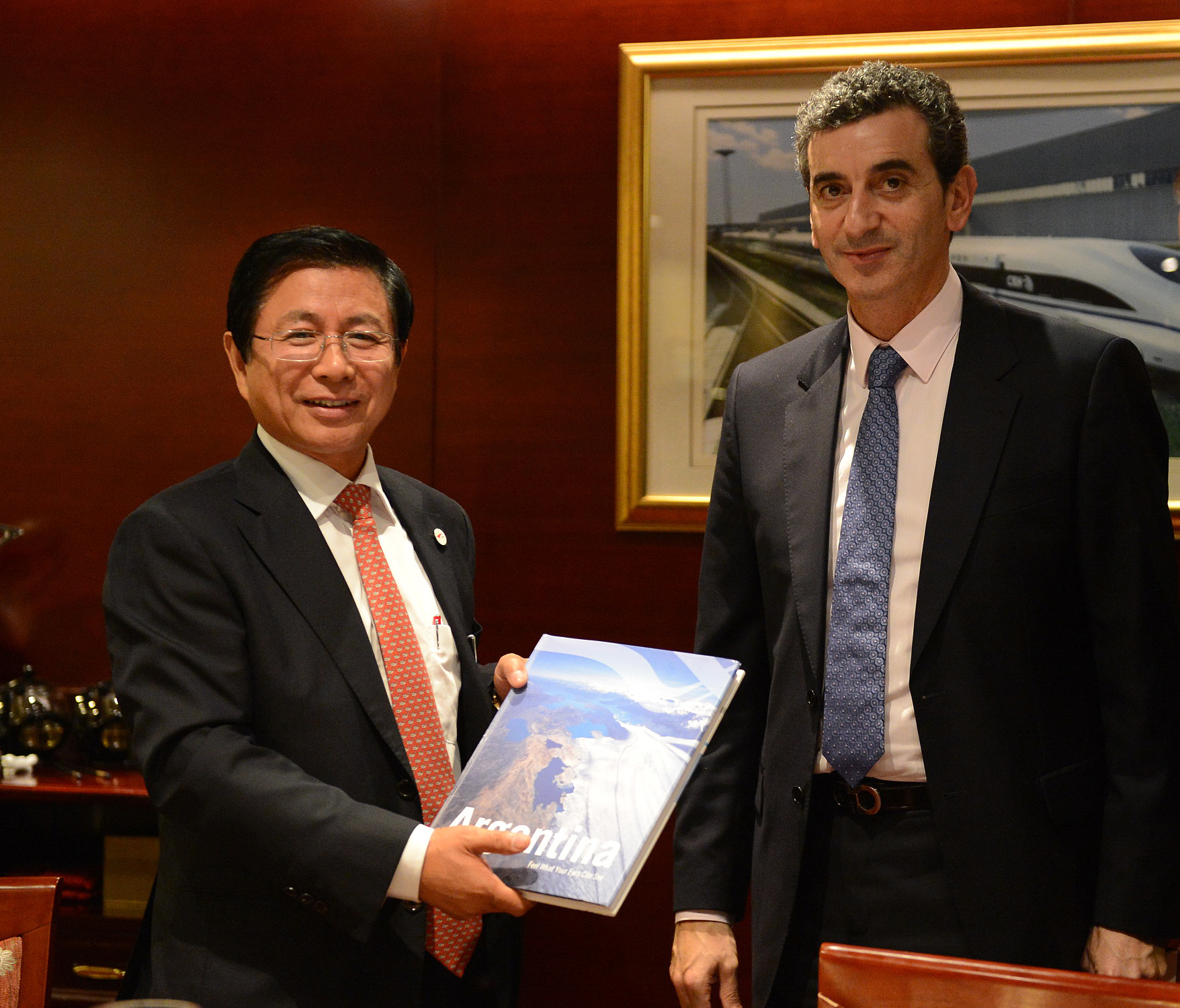 Empresa ferroviaria china instalará dos plantas en la Argentina