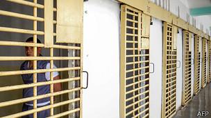 ¿Es posible construir una celda a prueba de suicidios?