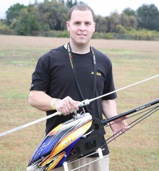 Murió golpeado por su propio helicóptero a control remoto