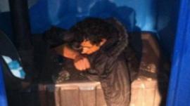 Foto del fan del Indio Solari atascado en un baño químico